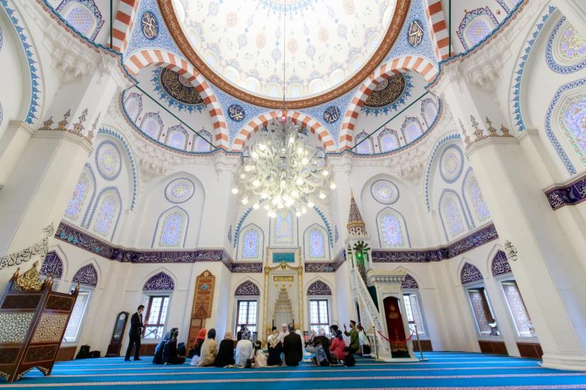 イスラム礼拝堂(モスク)での結婚式のライブ配信